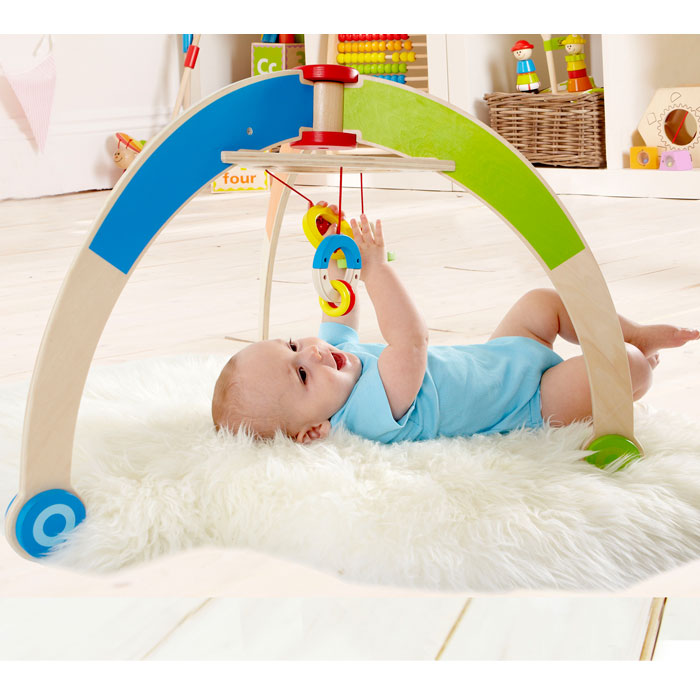 hape baby gym spielbogen e0032 f rs baby pirum holzspielzeuge. Black Bedroom Furniture Sets. Home Design Ideas