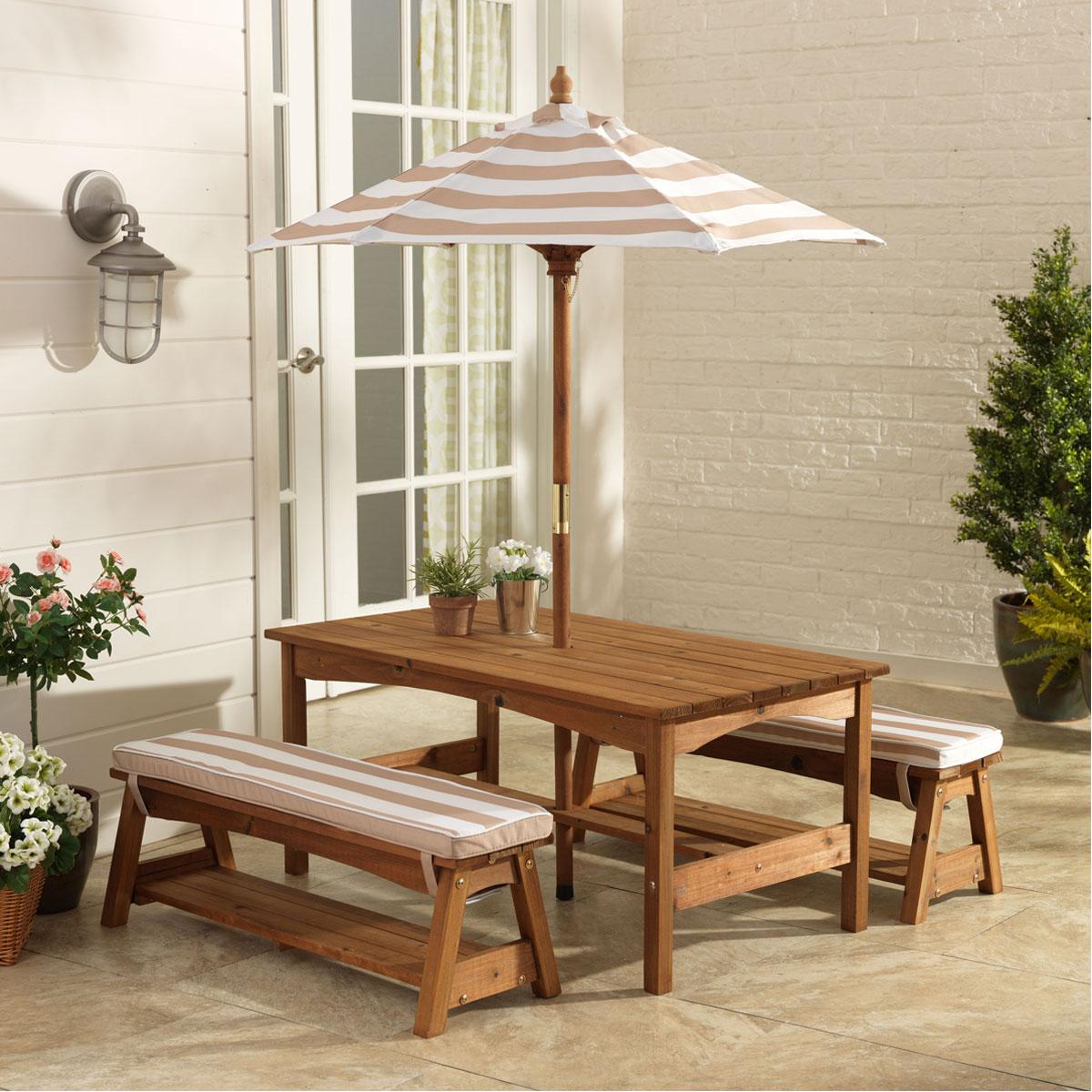Kidkraft table et banc de jardin avec coussins et un parasol 500 pirum for Table jardin avec banc