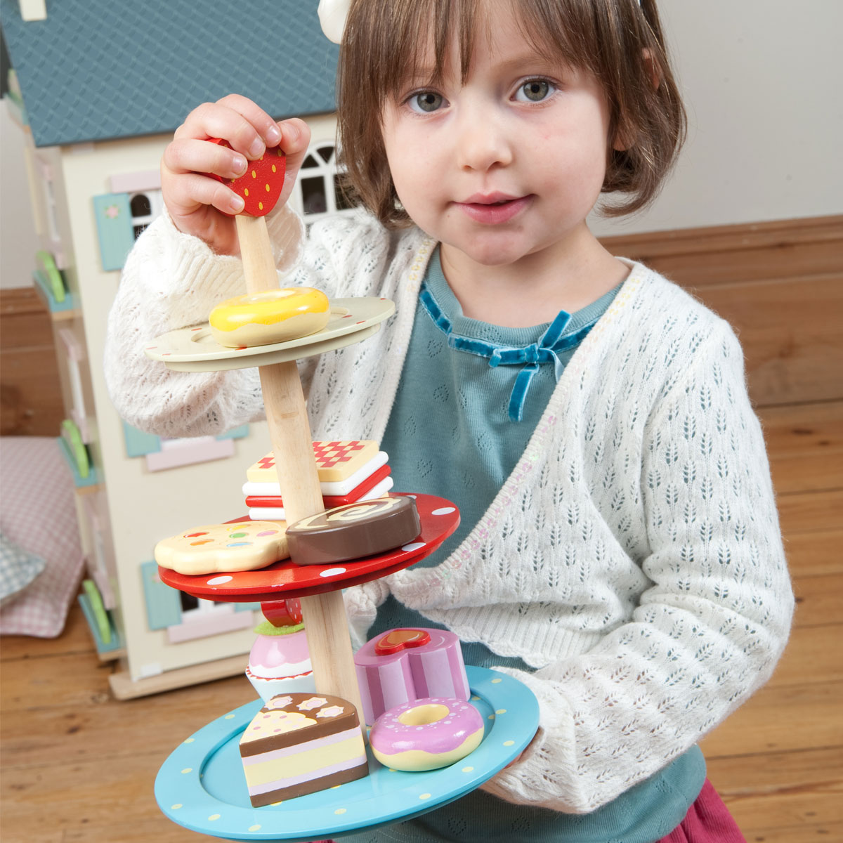 Le toy van pr sentoir g teaux 3 tages tv283 pirum for Toy van cuisine