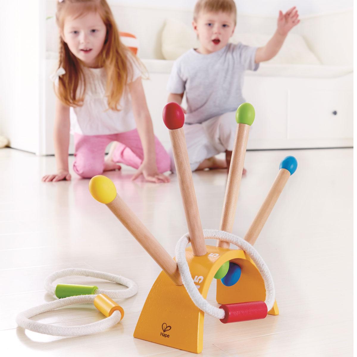 hape ringe werfen spielzeug f r draussen e4301. Black Bedroom Furniture Sets. Home Design Ideas