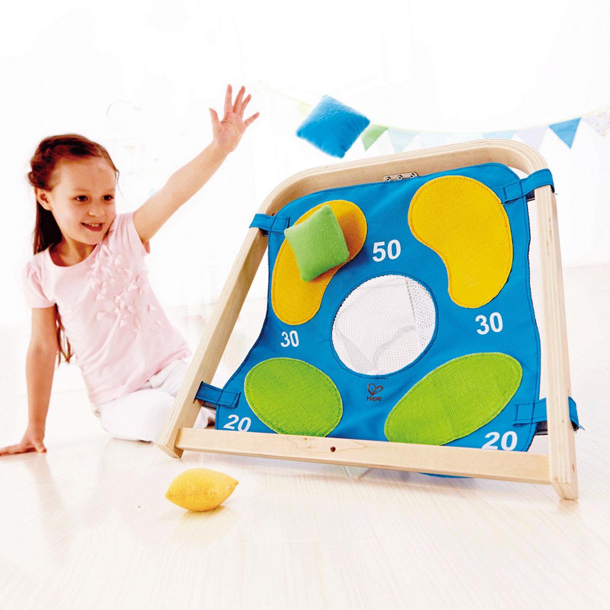 hape zielwerfen spielzeug f r draussen e4305. Black Bedroom Furniture Sets. Home Design Ideas