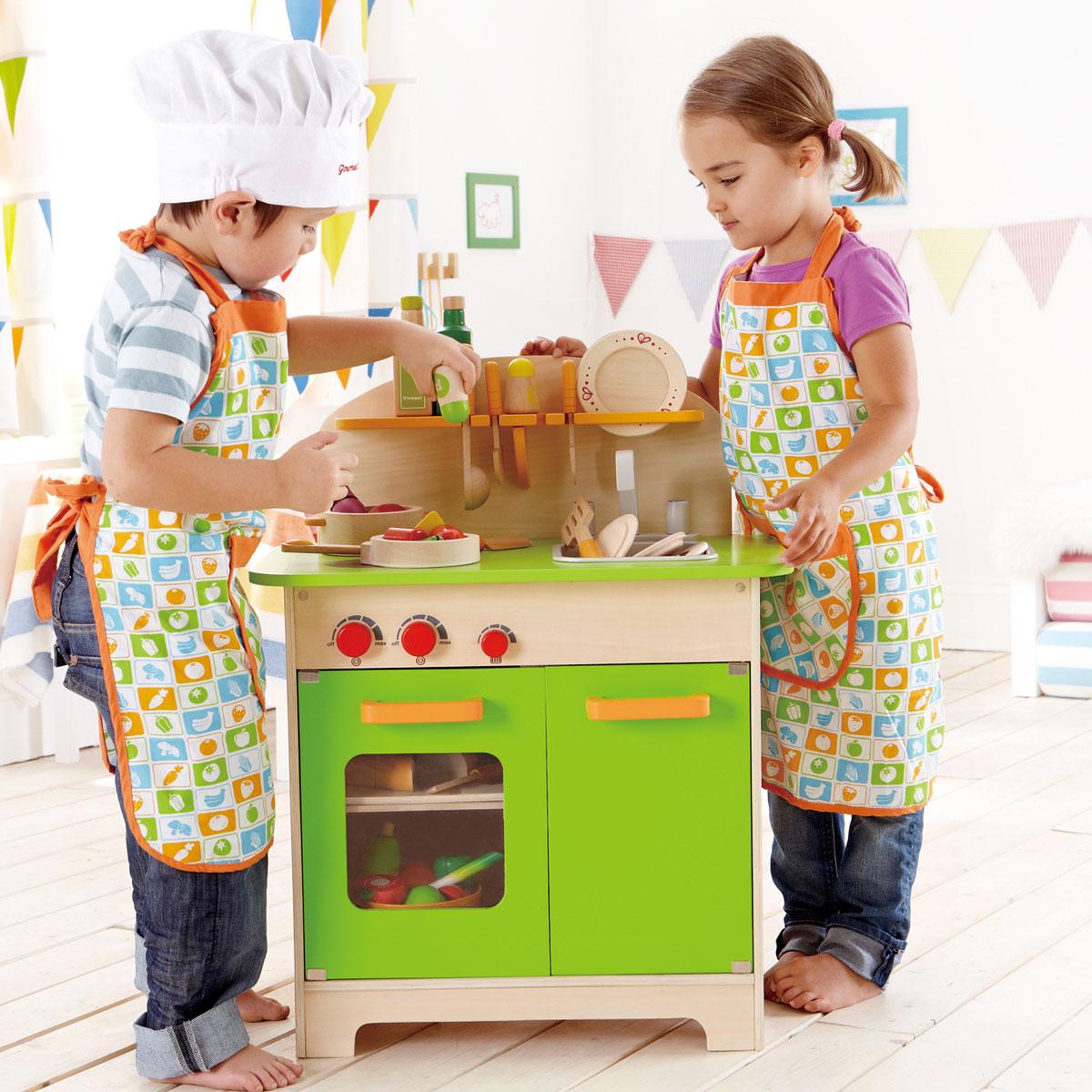 Kinderkuche aus holz von hape pirum holzspielzeugede for Hape kinderküche